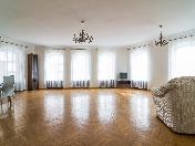 Water view 2-room apartment for rent at 85, Griboedova Embankment St-Petersburg