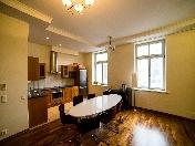 Аренда элитной 4-комнатной квартиры с балконом Крестовский о-в Санкт-Петербург