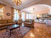 Louer appartement de 5-pièces avec vue sur l'eau 19, quai Griboedova Saint-Pétersbourg