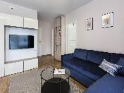 Appartement élégant de 3-pièces avec un balcon à louer CR moderne île Vasilevsky SPB
