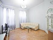 Аренда светлой стильной 3-комнатной квартиры на Бол. Конюшенной ул. 1 С-Петербург