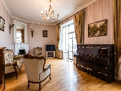 Panoramic view 3-room apartment with a balcony to rent at 11, Karavannaya Street St-Petersburg